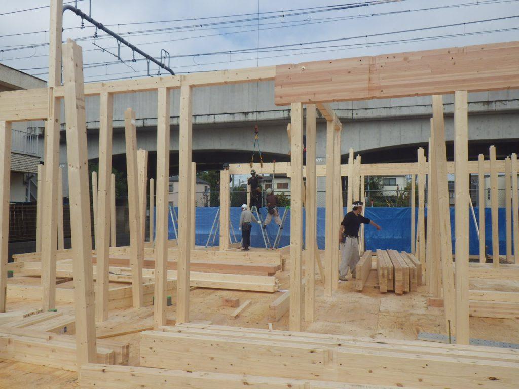 建て方作業、建物の骨格が出来てきました。