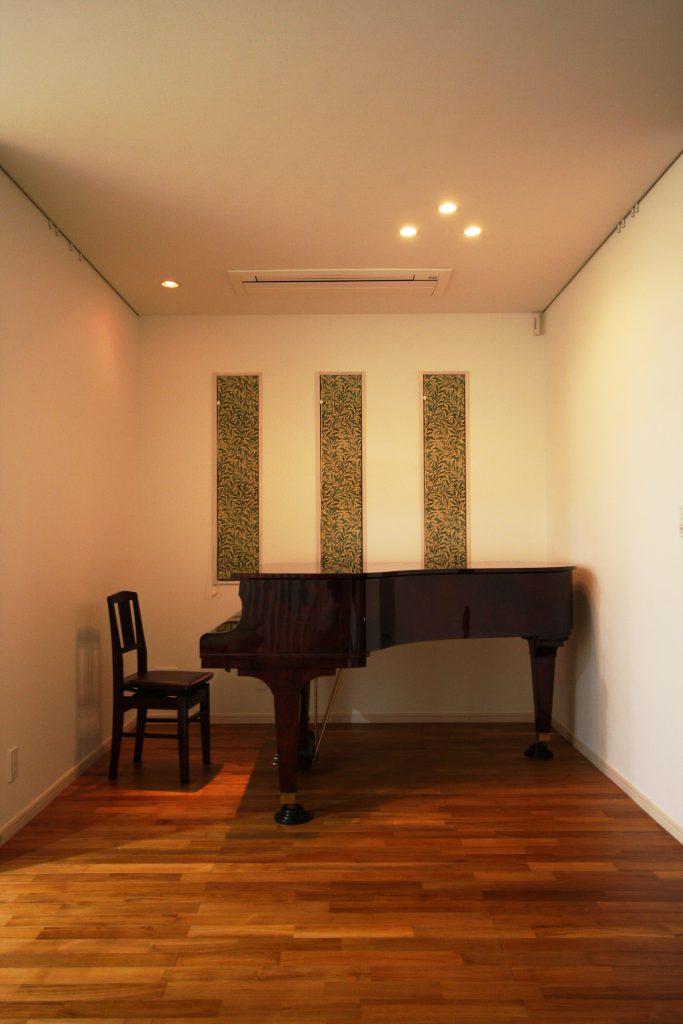 シックな雰囲気とピアノの音色はベストマッチ♪
