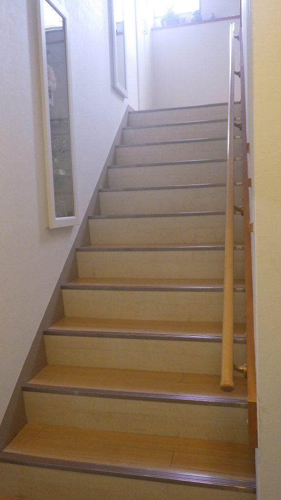 昇降機を取付ける前の階段