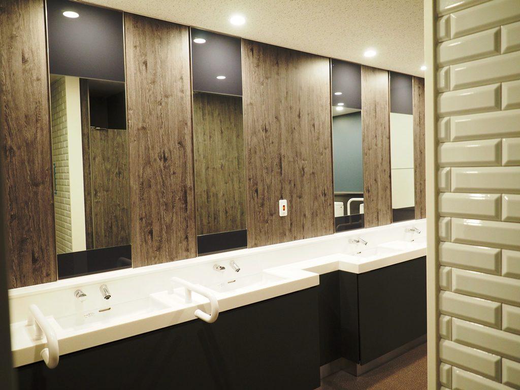 学校施設のトイレを最新設備にリフォーム