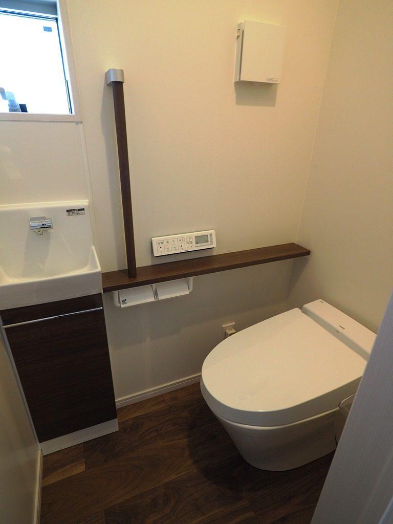 手摺りを付けたトイレ
