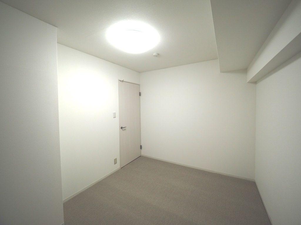 洋室から洋室に。床の下地からやり直しました。